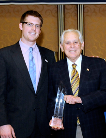 Dr. Dugoni accepting the 2011 Paragon Award
